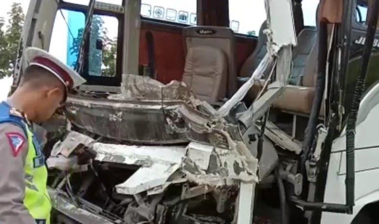 Bus Rombongan Relawan Jokowi Kecelakaan di Cipali, 7 Orang Luka